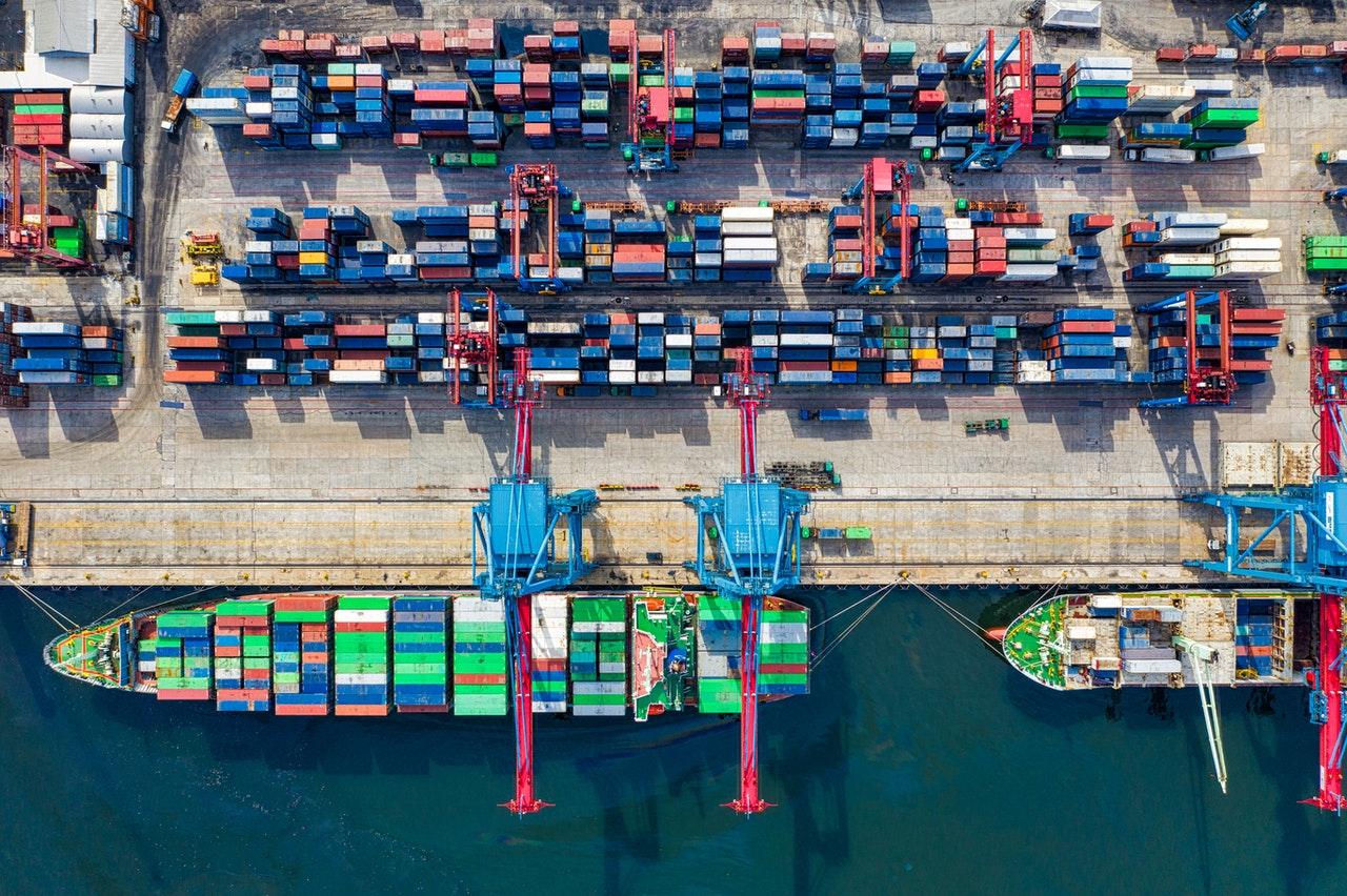 Definicja eksportera w prawie celnym a wybrane transakcje łańcuchowe w VAT