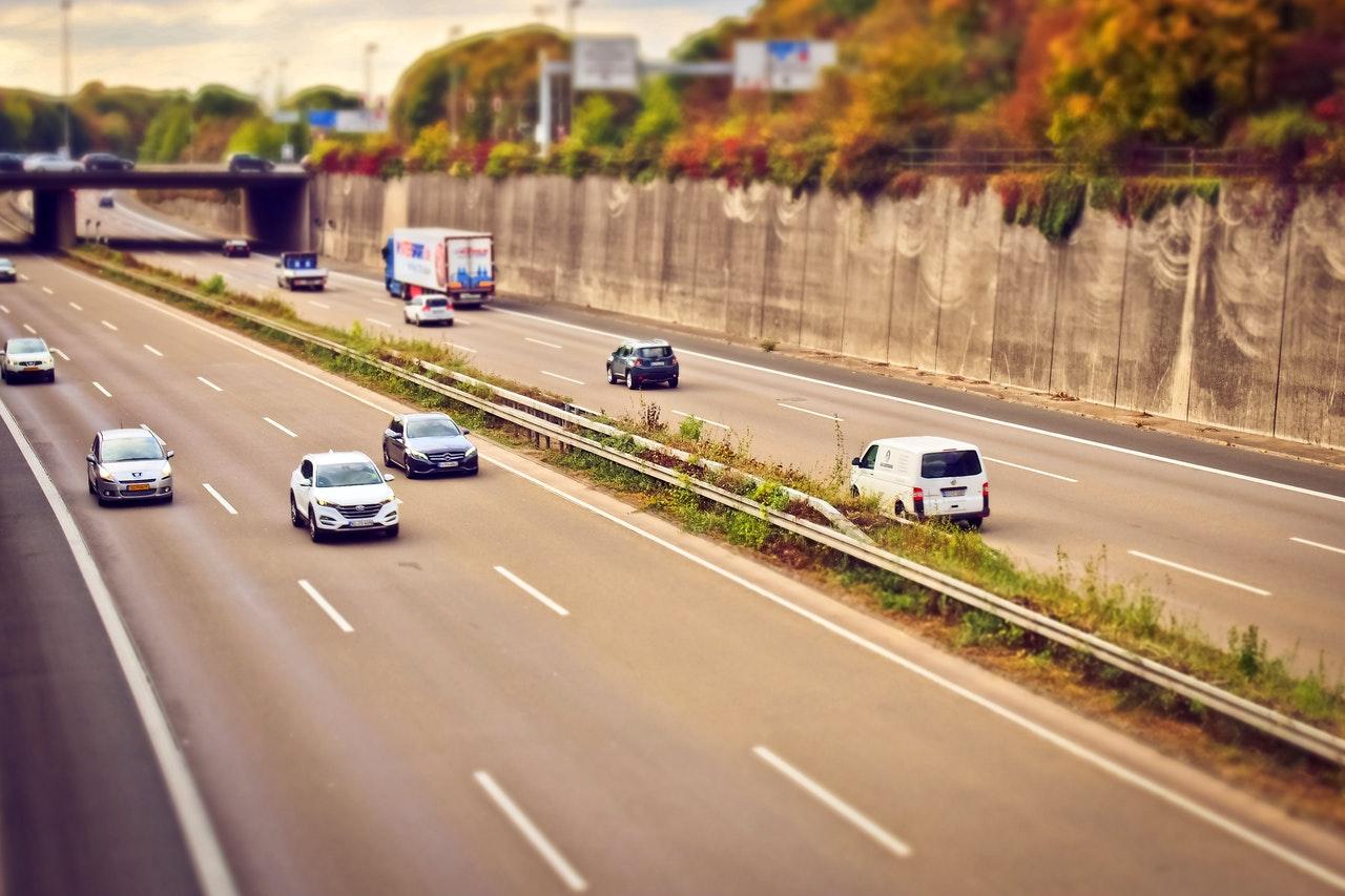 Rozliczanie wydatków związanych z korzystaniem z samochodów osobowych w firmie